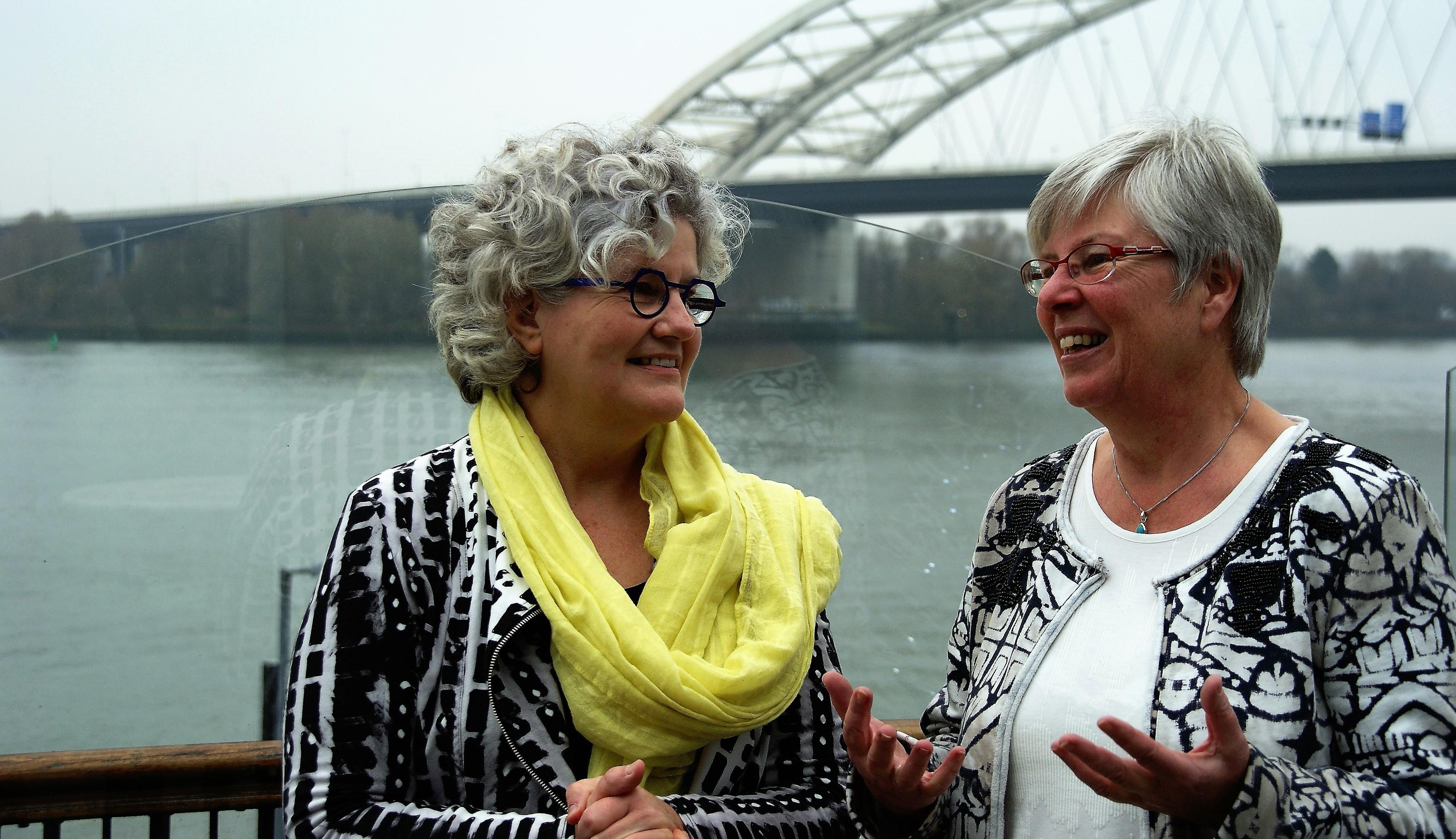 advies en begeleiding waarderende gemeenteopbouw. Goede wijn. Jan Hendriks. Else Roza Els Deenen